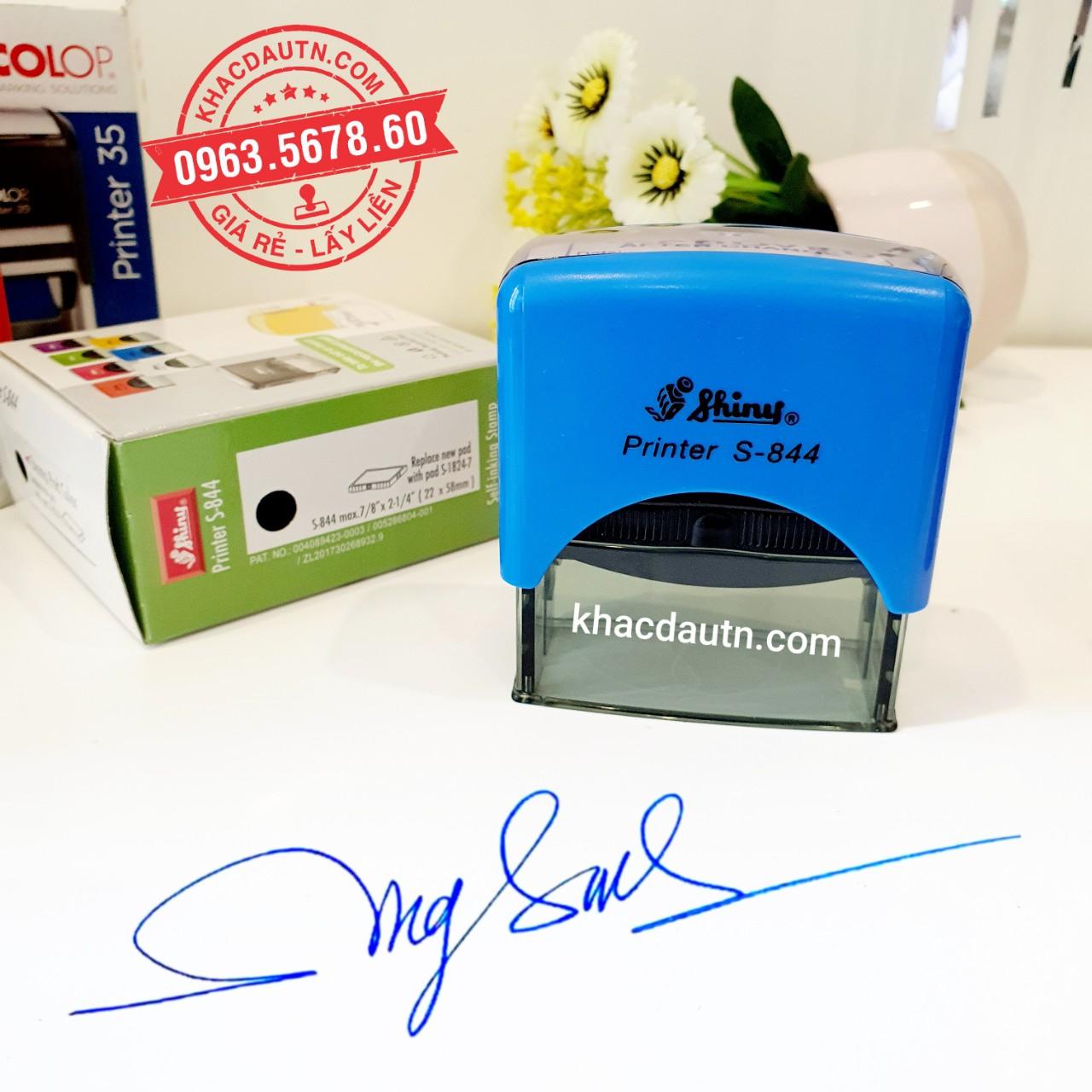con dấu chữ ký tên, khách hàng chỉ cần ký ra giấy trắng chụp gửi mẫu zalo, nhận làm con dấu lấy liền